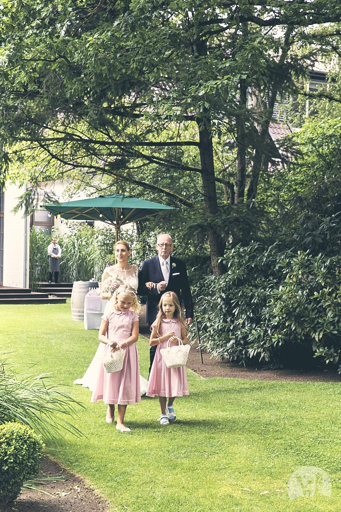 SG9A0376-Landhaus-am-see-Garbsen-Hochzeitsfotograf
