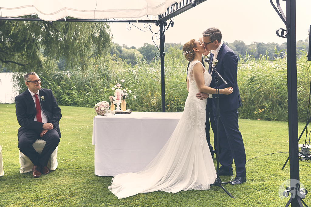 SG9A0503-Landhaus-am-see-Garbsen-Hochzeitsfotograf