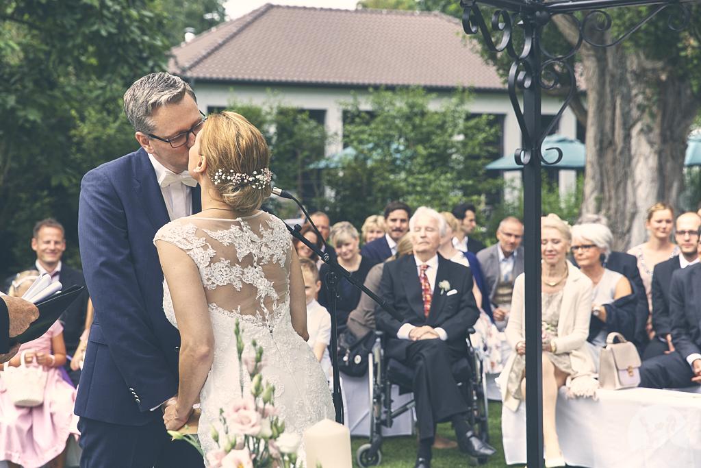 SG9A0519-Landhaus-am-see-Garbsen-Hochzeitsfotograf
